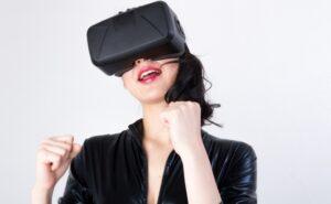 VRを使用している女性